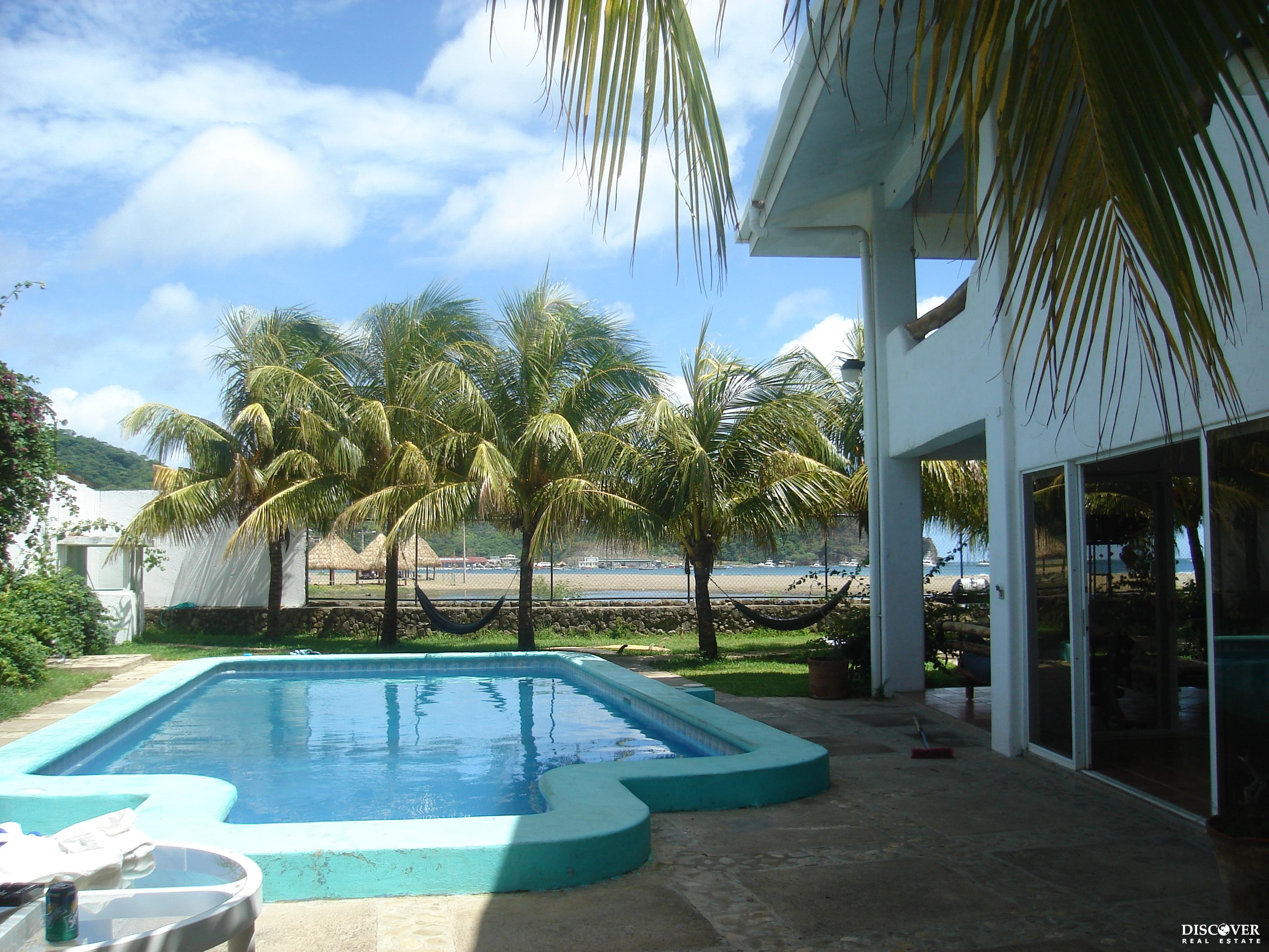 Beachfront Bargain Rental – Great Property for a Hostel – 6 Months Free Rent!<span class=