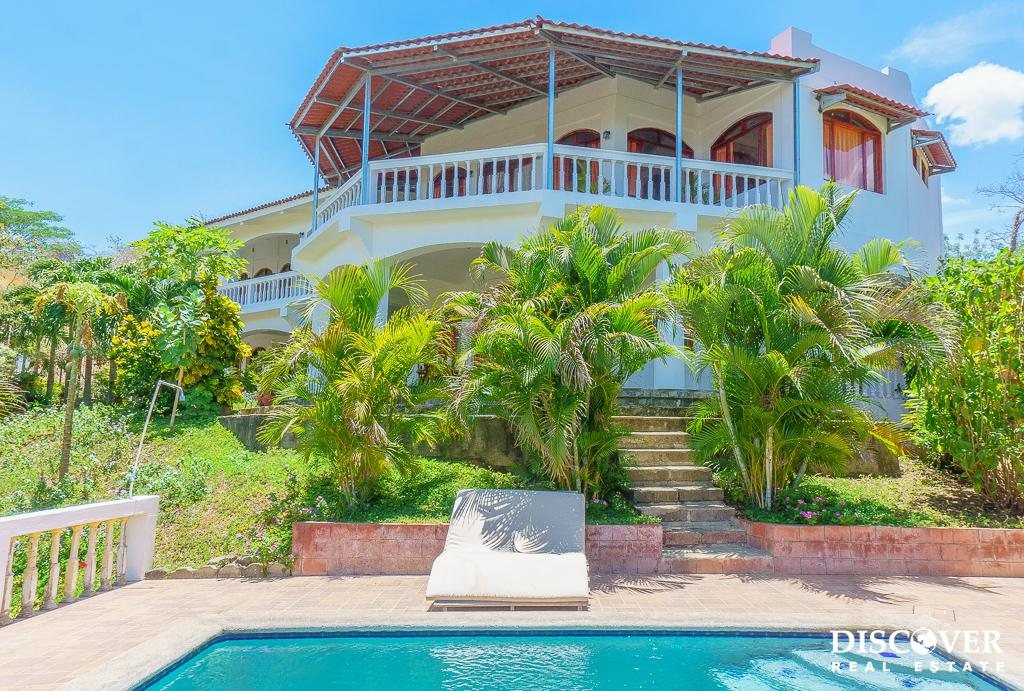 Casa Carmella – Spacious Living in this Huge House in Los Miradores
