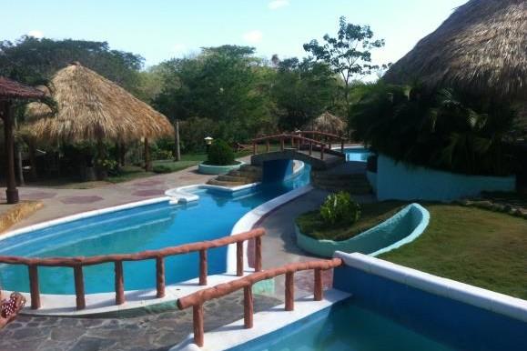 community pool and kid pool