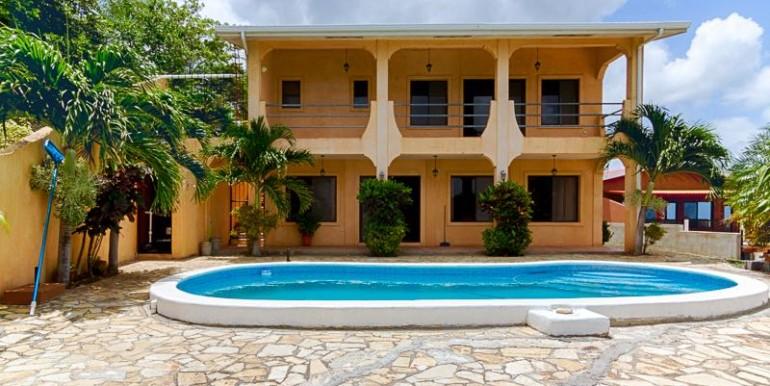 Escaleras House