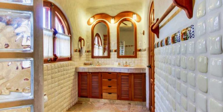 Casa Verde Bathroom