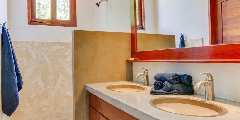 Casa Brisas Bathroom