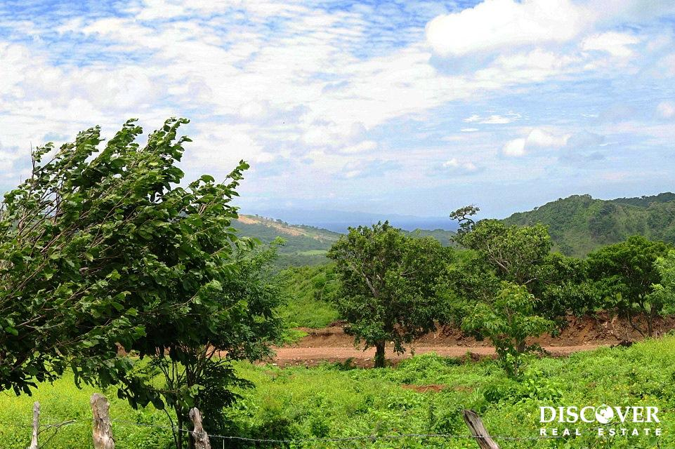 Lot #32 Green Hilltop Lot in Las Fincas de Escameqita Off Grid Development