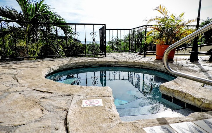 Casa Bahia 10 keyhole pool