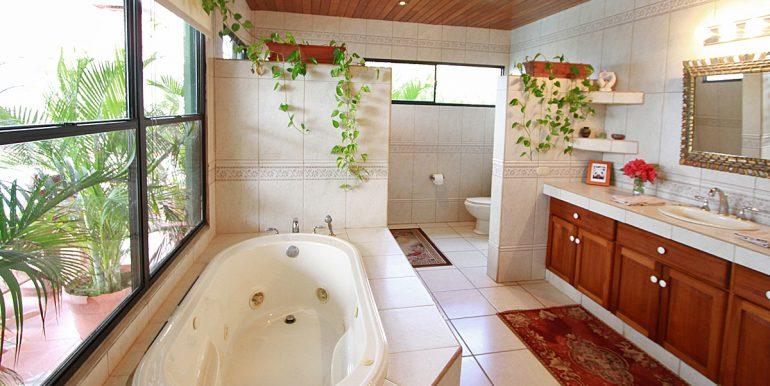 Casa Sacuanjoche Ocean Front Estate Bathroom