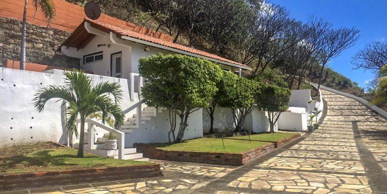 Casa Sacuanjoche Ocean Front Estate Driveway