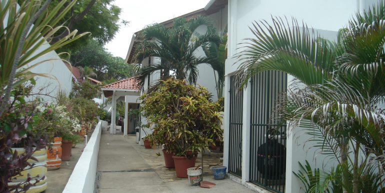 Casa Sacuanjoche Ocean Front Estate Walkway