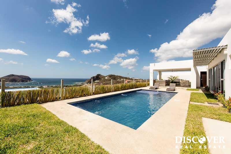 Modern home with Amazing views in Colinas de Miramar