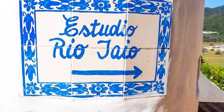 Estudio Rio Jaio Sign