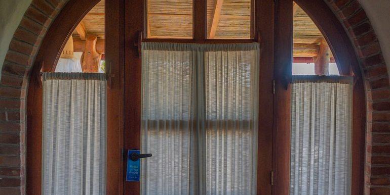 Estudio Rio Jaio Door