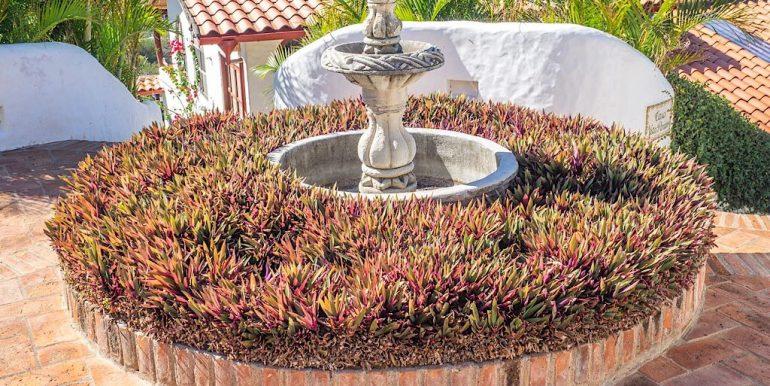 Estudio Rio Jaio Fountain