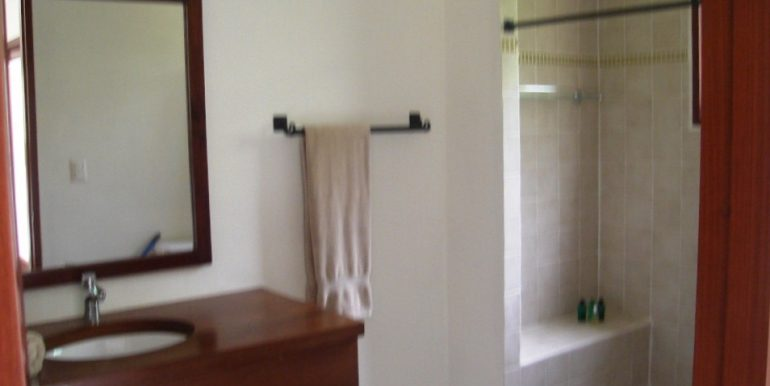 Playa Coco Beachfront Townhome Bathroom