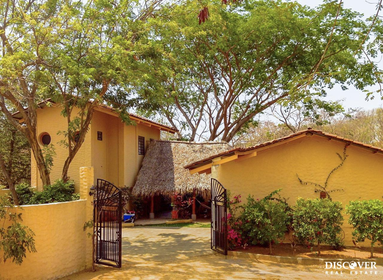 Casa Santa Rosa – Inviting and Spacious Detached Home<span class=