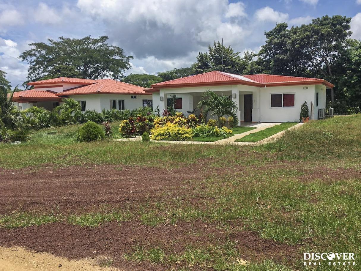 Neighboring Houses for Sale in Las Delicias