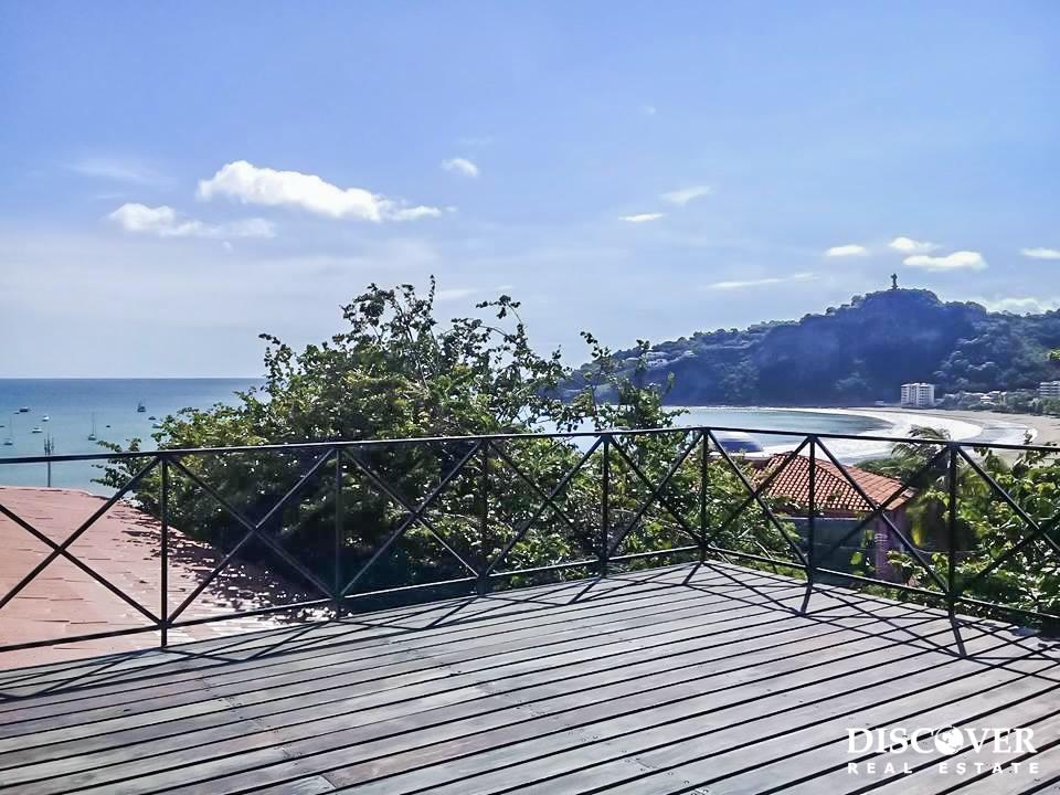 3 Bedroom Oceanview Rental in Town With a Pool<span class=