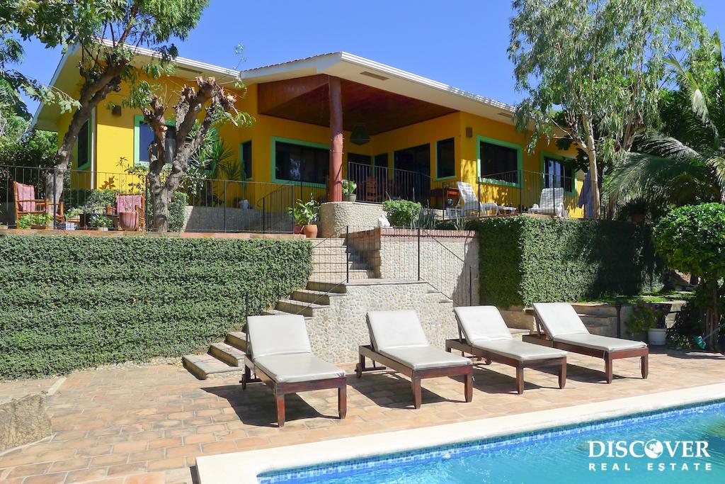Casa Nanci – 3 Bedroom House with a Large Pool & Yard in La Talanguera