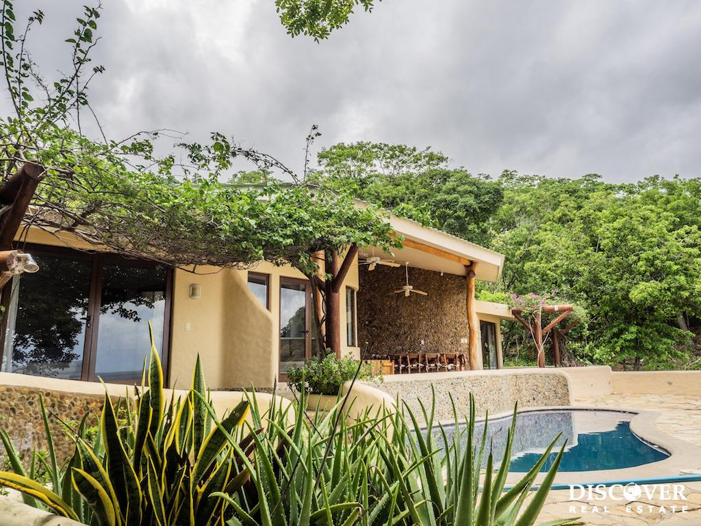 Casa Mariposa – 4 Bedroom Oceanfront House For Rent in Paradise Bay<span class=