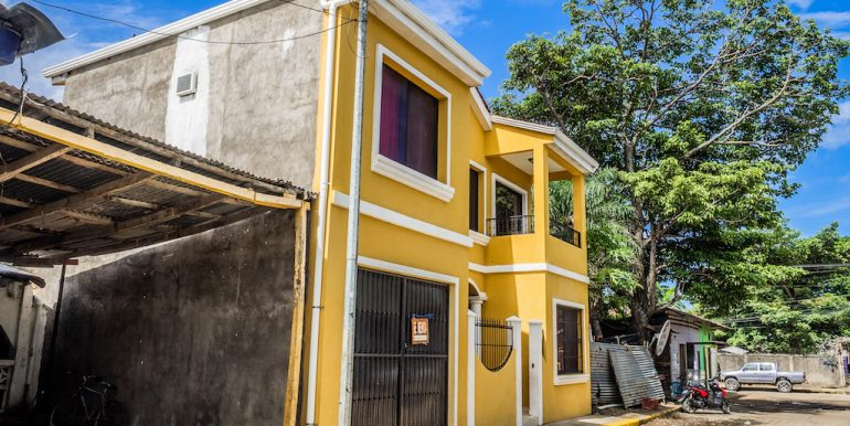 2 Story Centrally Located House
