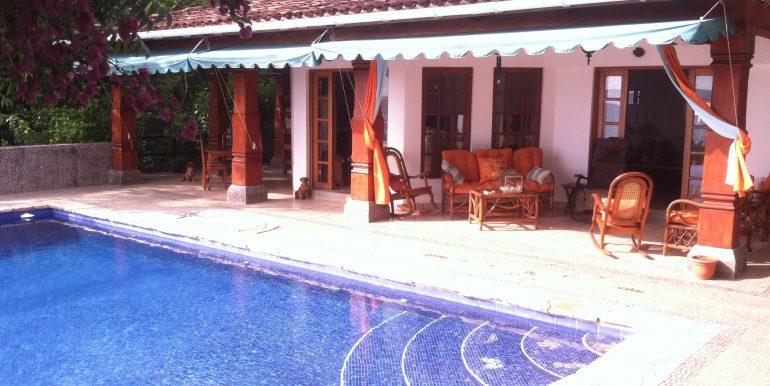 Casa Mariposa pool and patio