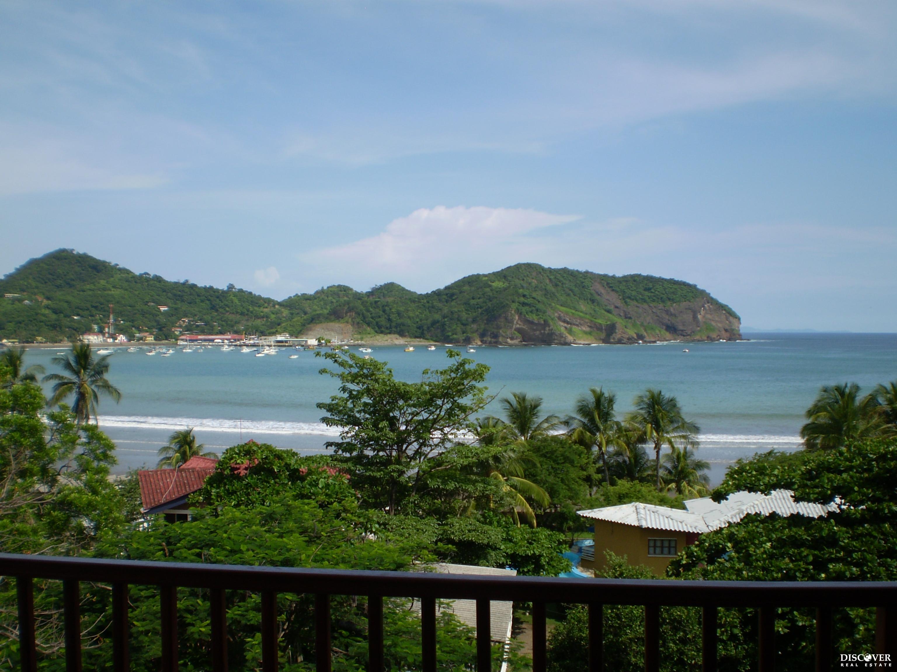 Beautiful Ocean View Condo Walking Distance to Town