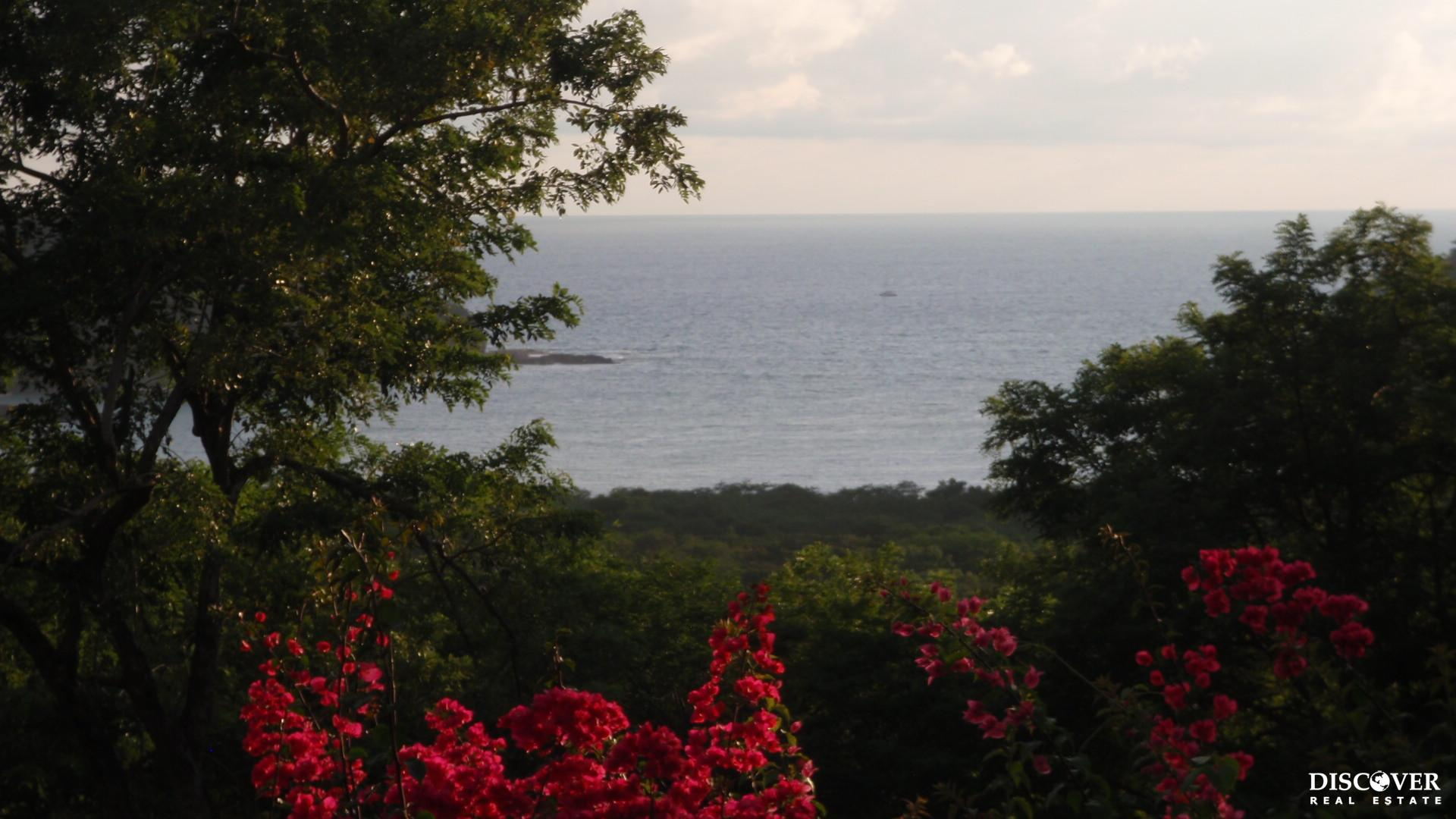 Bay View Lot Close to Town- Los Miradores