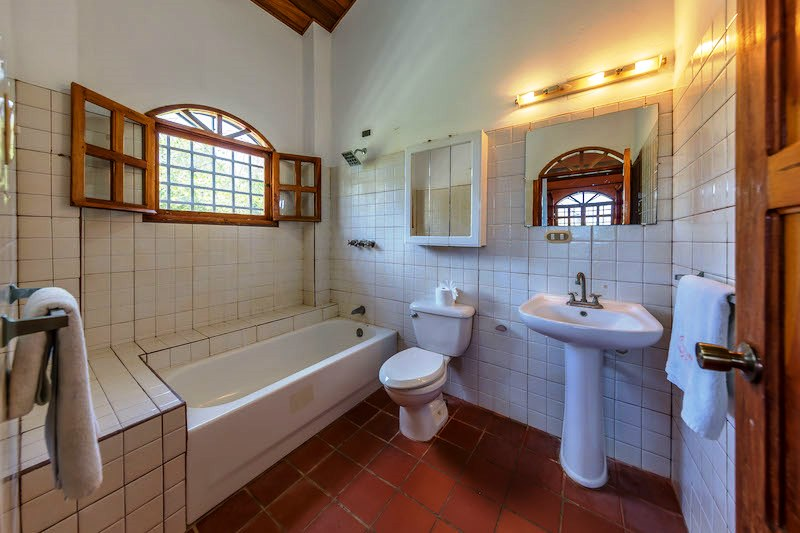 Casa Mango Bathroom