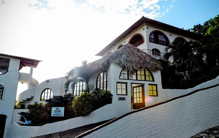 Casa Bahia 1 Outside Hotel