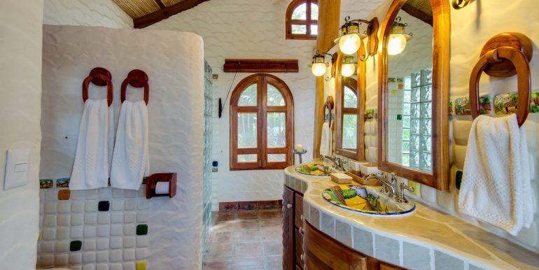 Villa Loma Botique Bed and Breakfast Bathroom