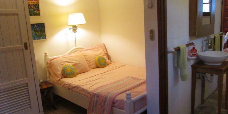 Casa Mariposa guest bedroom